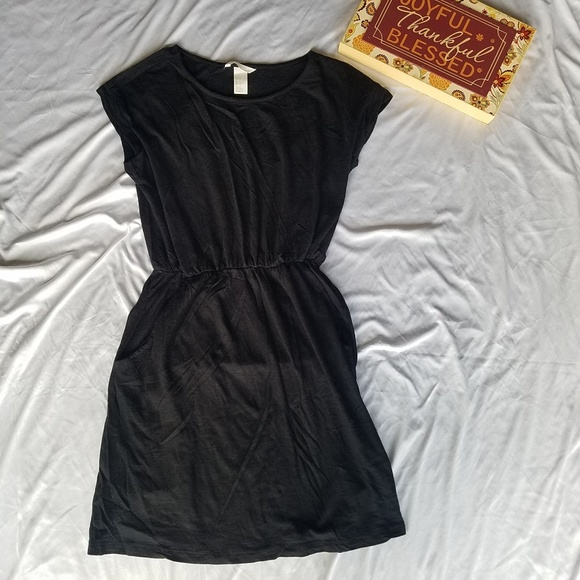 H&M Dresses & Skirts - H&M Basic black romper dress XS